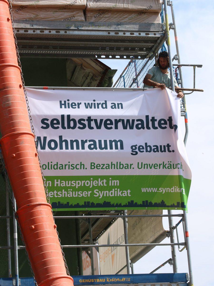 Grünes Mietshaussyndikat Banner: Hier wird an selbstverwalteteten Wohnraum gebaut